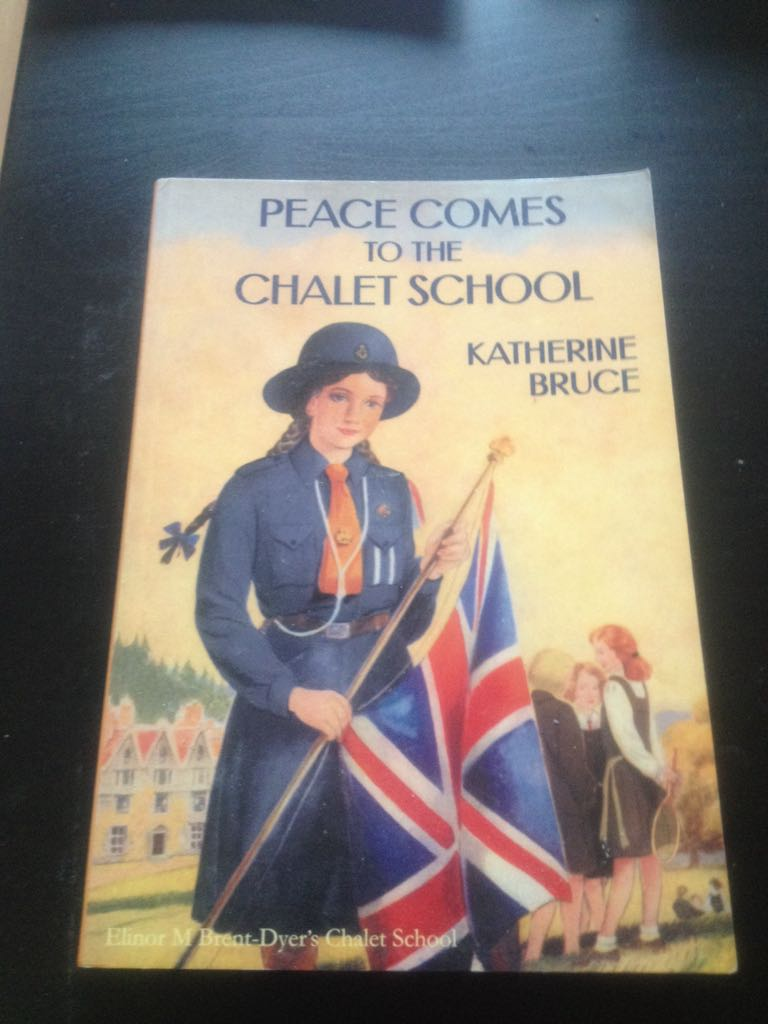Peace comes to the chalet school - Paperback cover