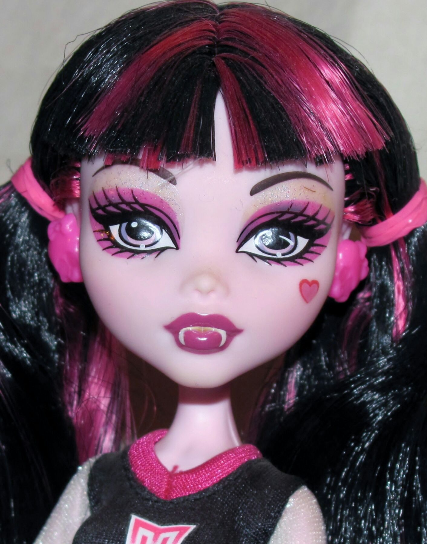 Go Monster High Team Draculaura Doll And Barbie Monster High 2011 From Sort It Apps