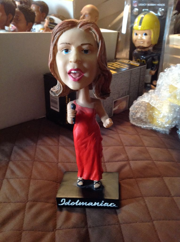 Kelly Clarkson Bobblehead - Idolmaniac (2014) front image (front cover)