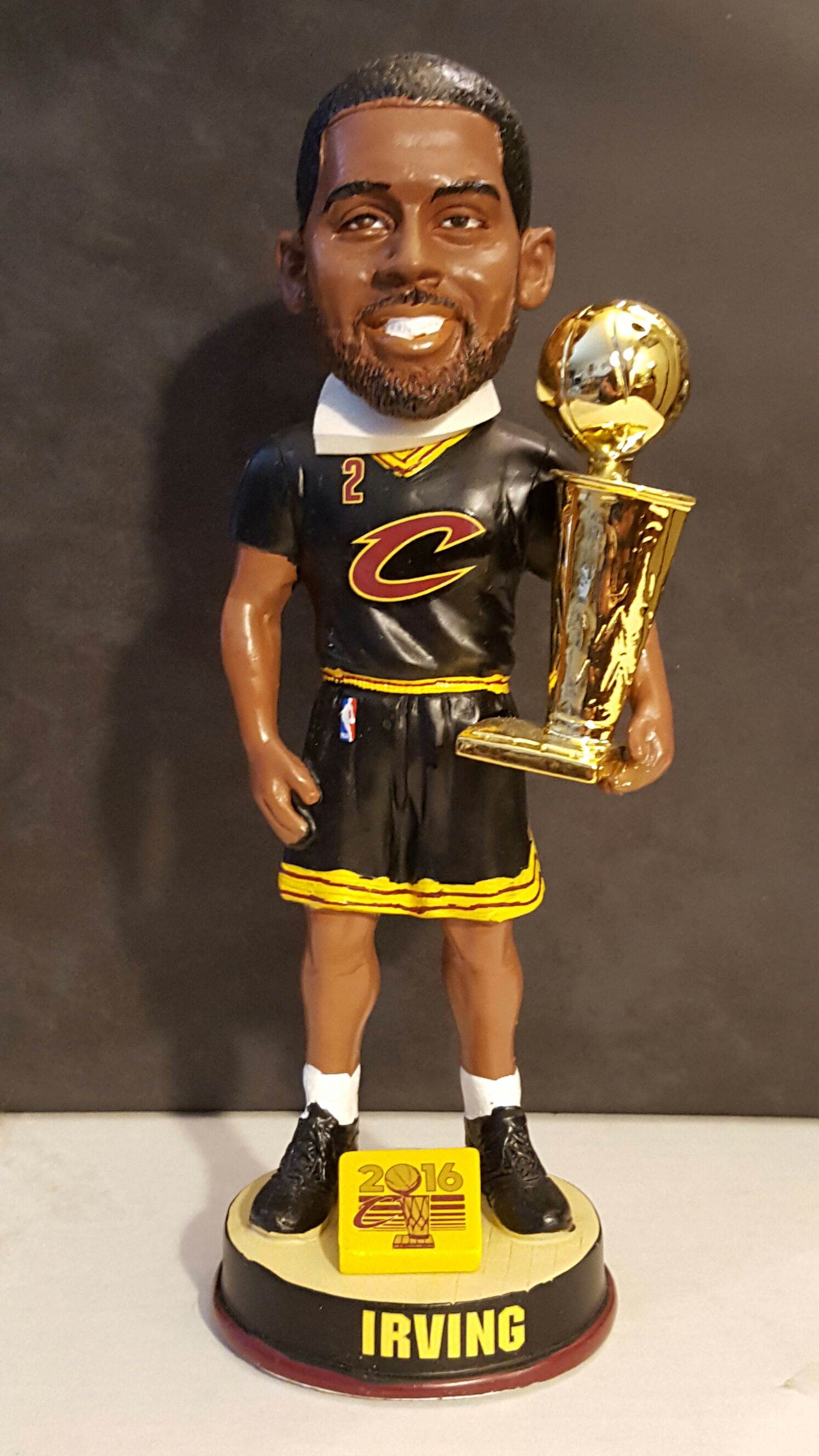 Kyrie Irving Bobblehead - Basketball (2016) front image (front cover)
