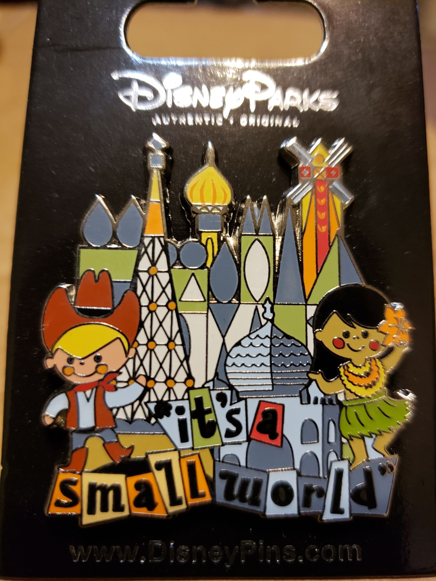 Disney it's a small world Disneypin front image (front cover)