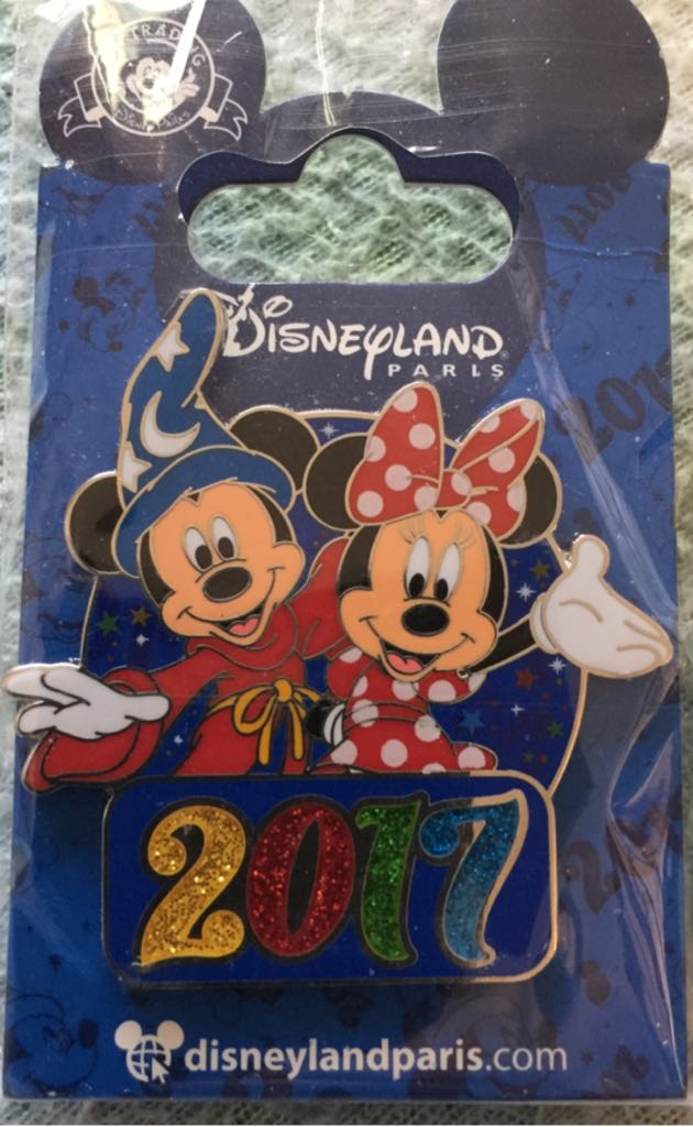 Mickey And Minnie 2017 Disneypin (01/01/2017) front image (front cover)
