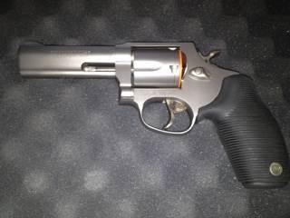 Titanium Gun - Taurus (Revolver) front image (front cover)