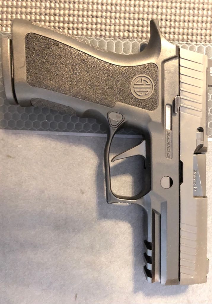 Sig 320 Compact .45 Gun - Sig Sauer (Semi-automatic Pistol) front image (front cover)
