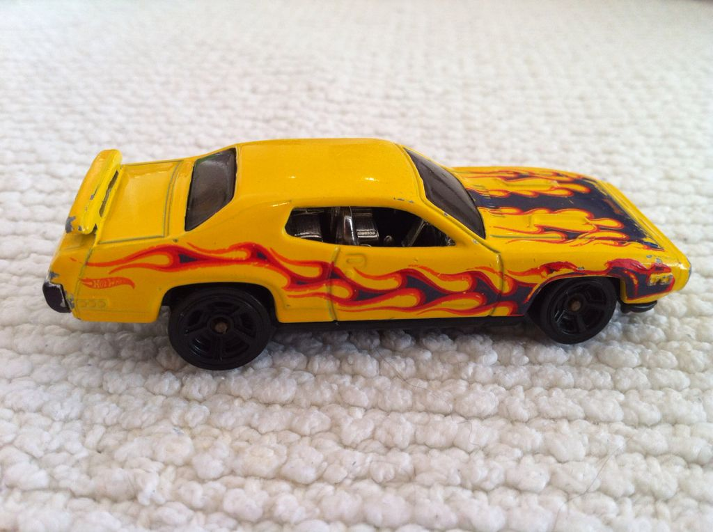 Chrysler Group Llc 2011 Toy Car Die Cast And Hot Wheels V5294