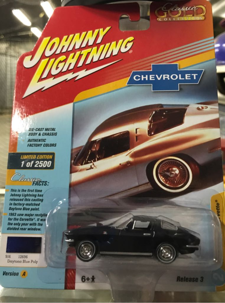 Johnny Lightning Classic Gold Collection Toy Car, Die Cast, And Hot Wheels - 1963 Chevrolet Corvette Split Window (2018) front image (front cover)