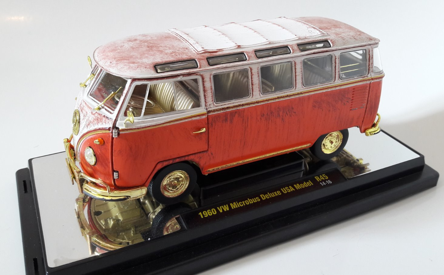 VW Microbus Deluxe USA Model Toy Car, Die Cast, And Hot Wheels - Rottame (1960) front image (front cover)