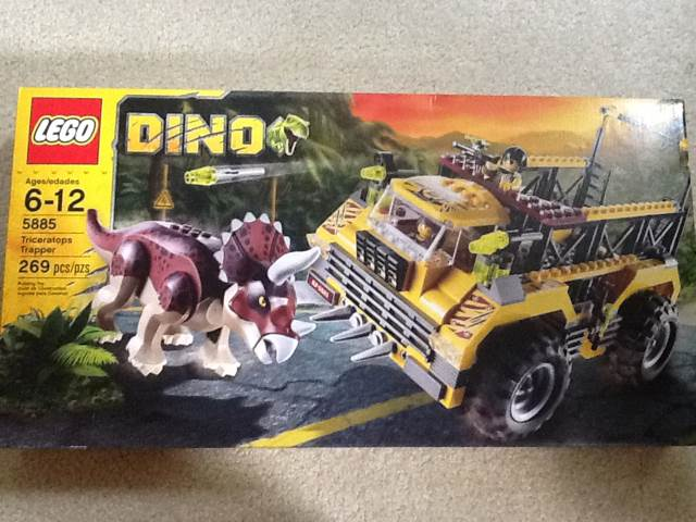 Triceratops Trapper LEGO - Dino (5885) front image (front cover)