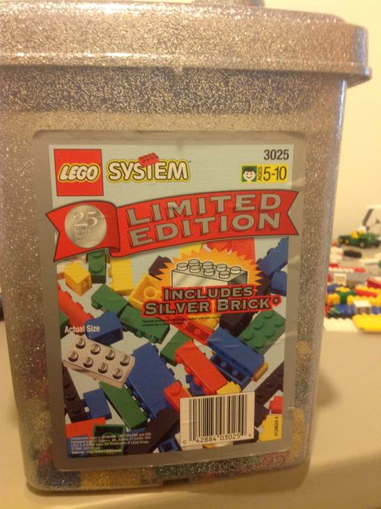 Limited Edition Silver Brick Bucket LEGO (3025) front image (front cover)
