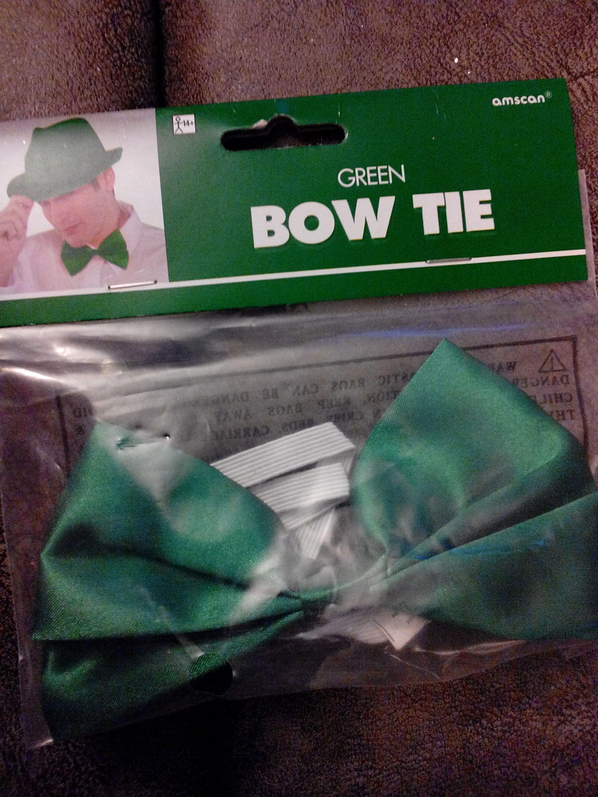 Green Bow Tie Ornament - amscan front image (front cover)
