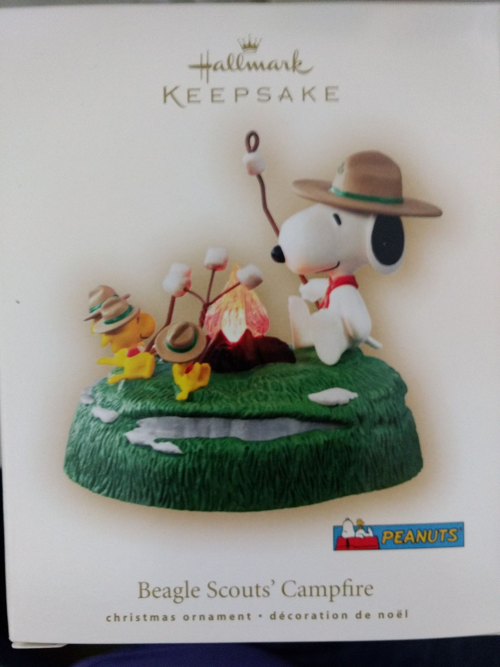 Beagle Scouts' Campfire Ornament - Hallmark (2007) front image (front cover)