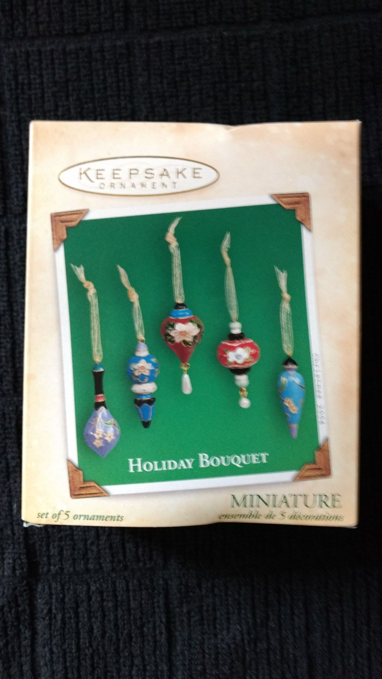 Holiday Bouquet Ornament (2004) front image (front cover)