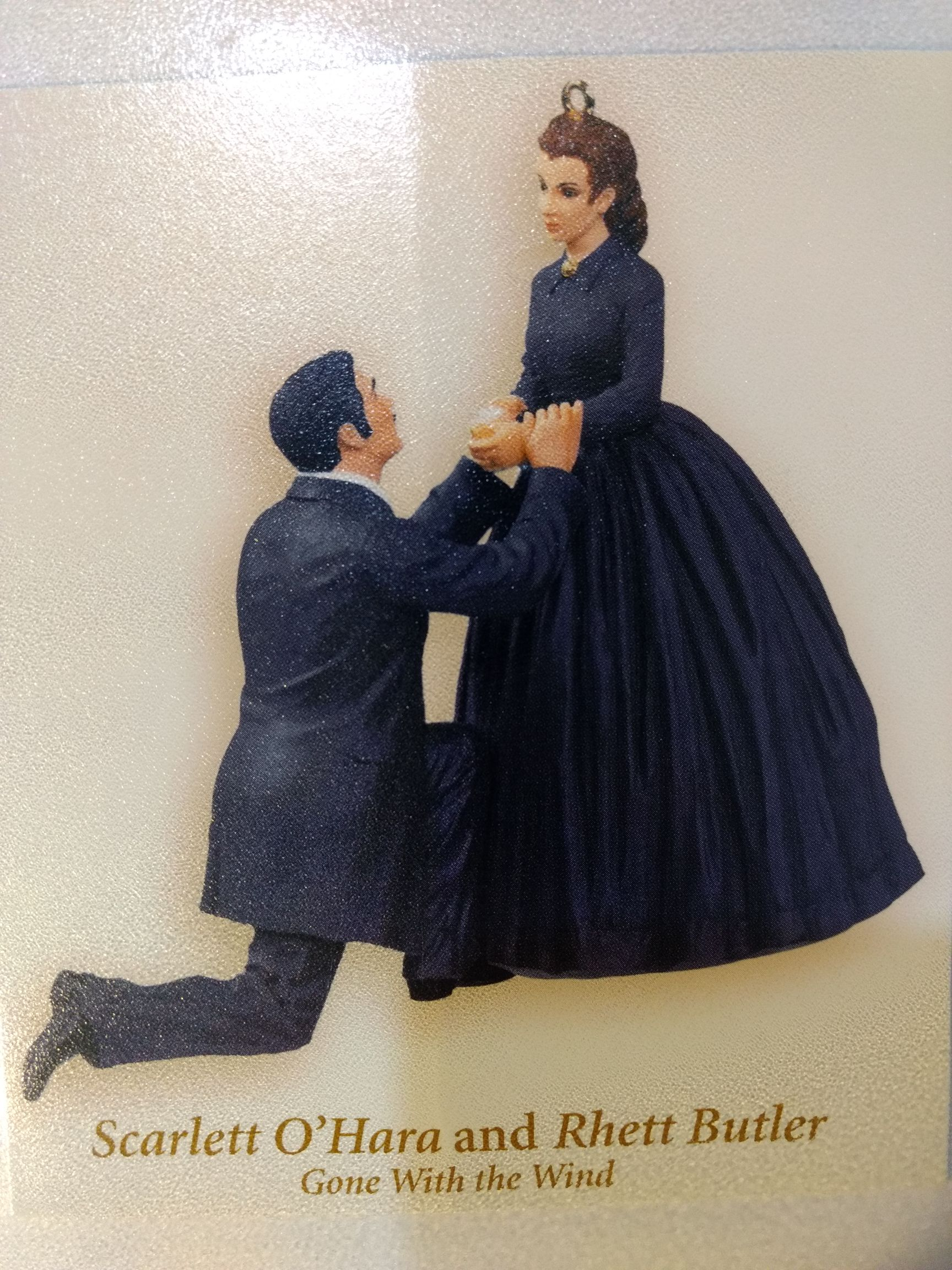 Gone With The Wind - Scarlett O'Hara & Rhett Bulter Kneeling Ornament front image (front cover)