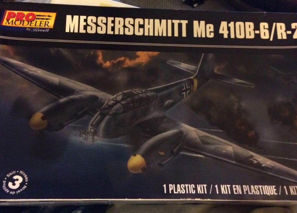 Me 410B-6 Plane - Revell front image (front cover)
