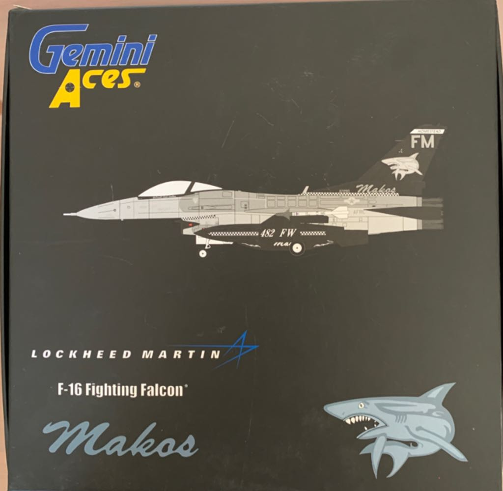 F16 Fighting Falcon Plane - LOCKHEED MARTIN front image (front cover)