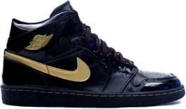 Air Jordan 1 Retro Shoe - Air Jordan (Black/Metallic Gold) front image (front cover)