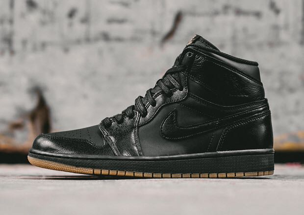 Air Jordan 1 Retro Shoe - Air Jordan (Black/Gum) front image (front cover)