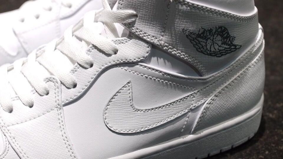 Air Jordan 1 Retro Shoe - Air Jordan (White) back image (back cover, second image)