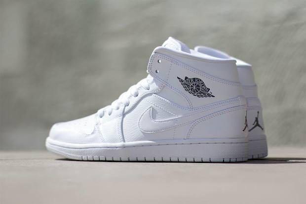 Air Jordan 1 Retro Shoe - Air Jordan (White) front image (front cover)