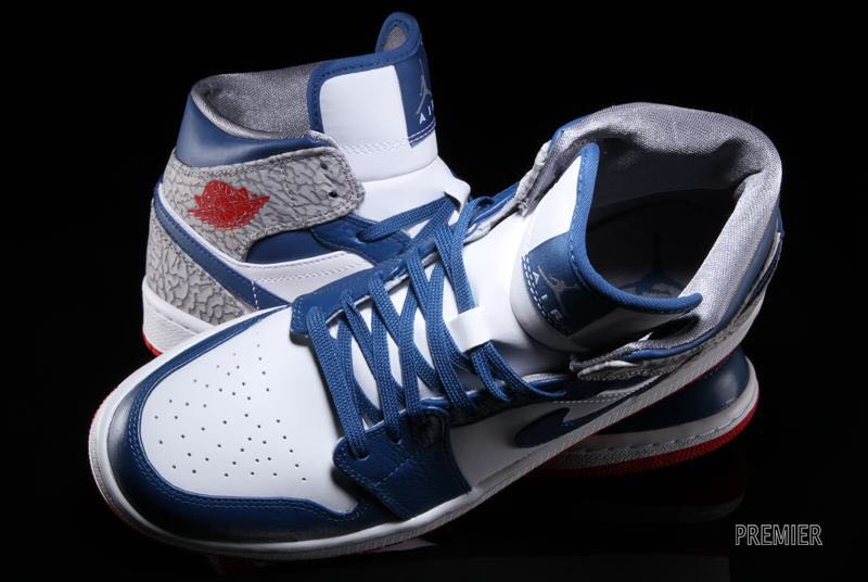 Air Jordan 1 Retro Shoe - Air Jordan (White/blue/red) back image (back cover, second image)