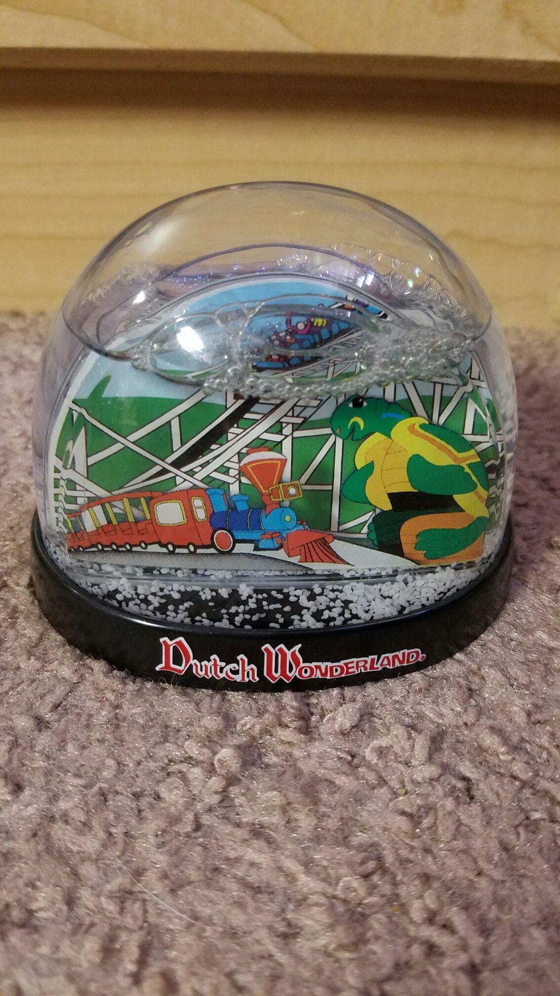 Dutch Wonderland Snowglobe back image (back cover, second image)