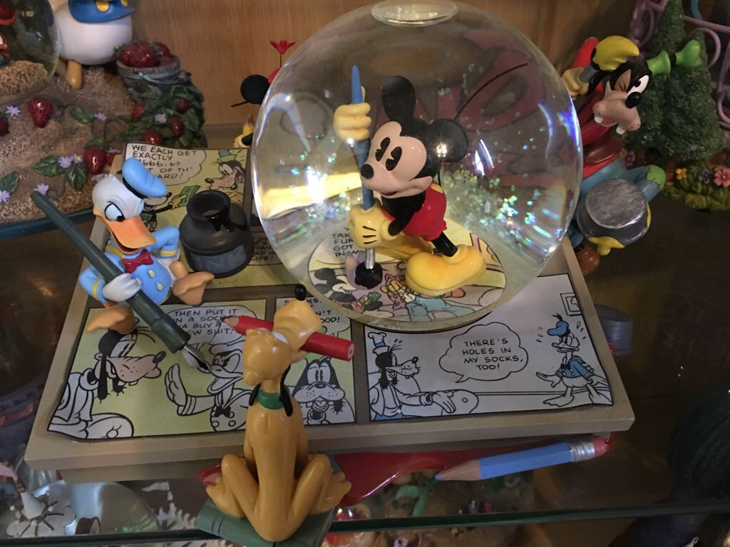 Mickey Mouse March Snowglobe front image (front cover)