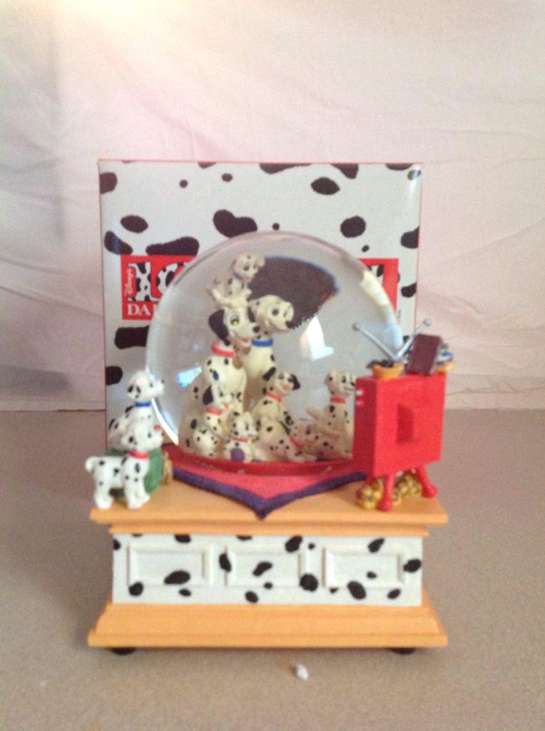 101Dalmatians Snowglobe (Plays Theme Song Cruella De Vil) front image (front cover)