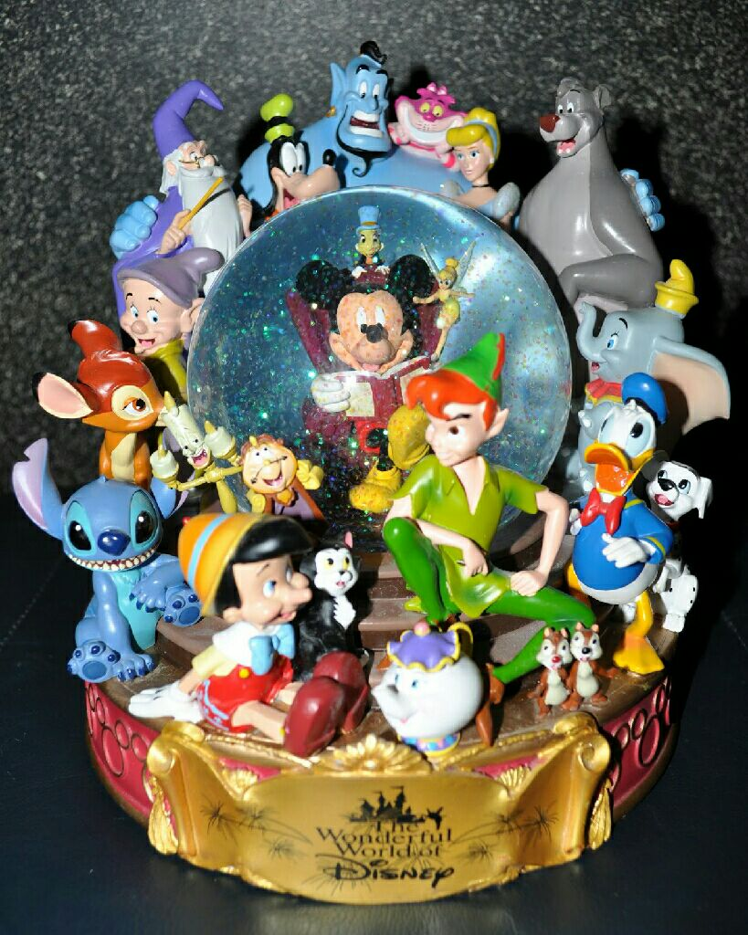 The Wonderful World of Disney Snowglobe front image (front cover)
