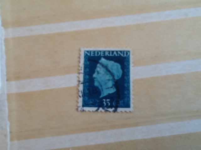 Koningin Wilhelmina Stamp - Dutch (Hartz(35)) back image (back cover, second image)