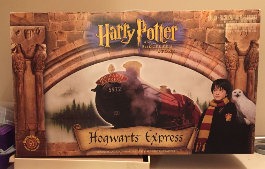 Hogwarts Express Train - Bachmann front image (front cover)