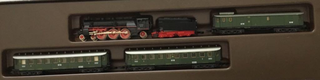 Marklin #8100 4-6-2 Steam Engine W/3 Passenger Cars Train - Marklin (Train Set) front image (front cover)