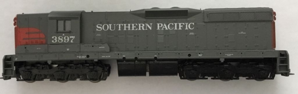 Southern Pacific SD9 Diesel Locomotive #3897 Train - Athearn (Diesel Locomotive) front image (front cover)