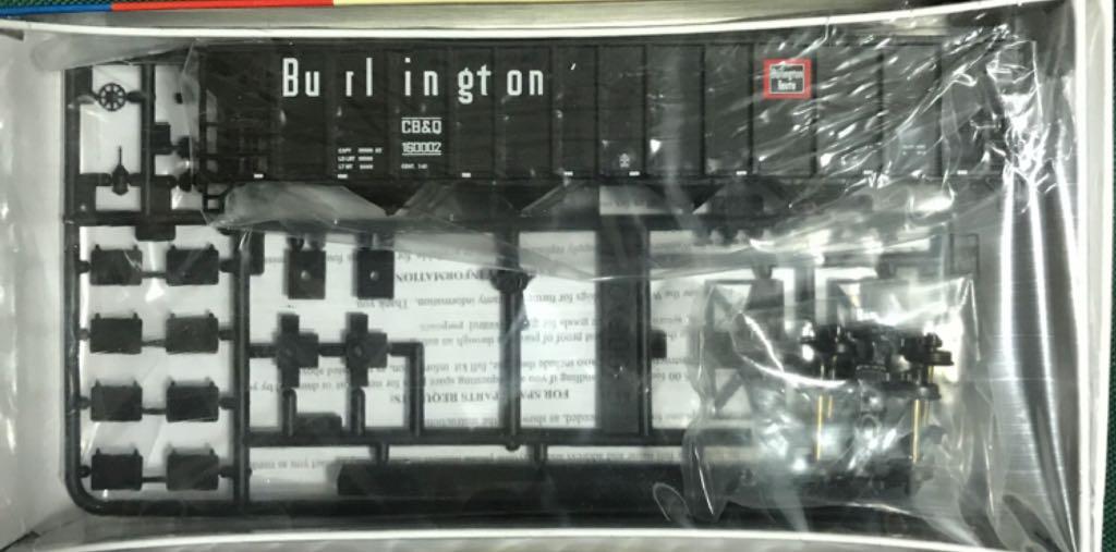 CB&Q 103 Ton Quad Hopper Train - Walthers (103 Ton Quad Hopper) front image (front cover)