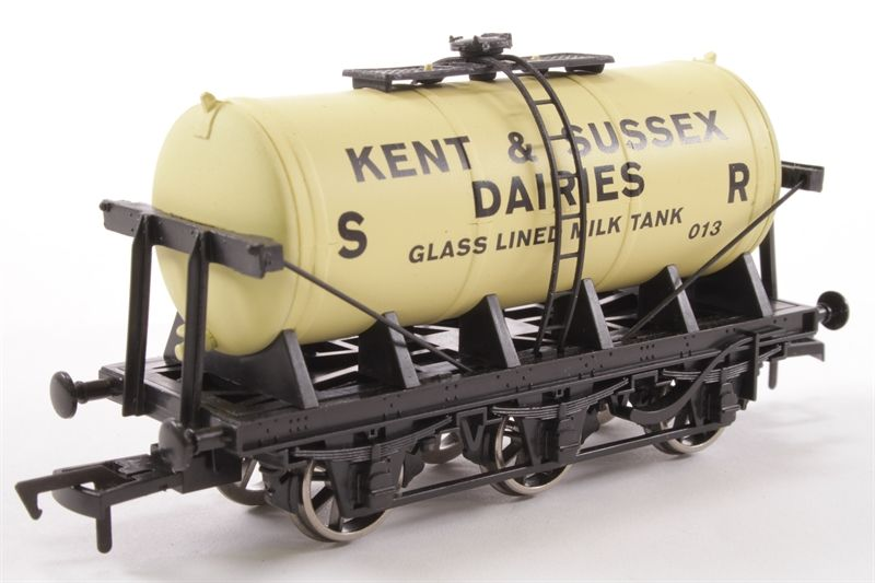 SR S2143P 6 Wheel Tanker 'Kent & East Sussex Dairies' 013 Train - Dapol (6 Wheel Insulated Tanker) front image (front cover)