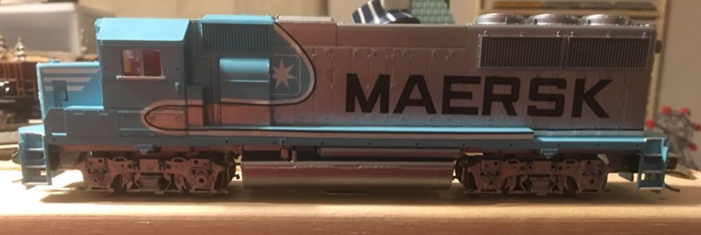 Athearn Maersk GP50 Train - Athearn Blue Box (GP-50 Locomotive) back image (back cover, second image)
