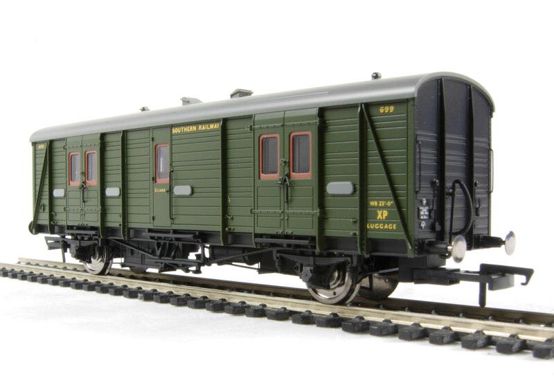 R4301 Train - Hornby front image (front cover)