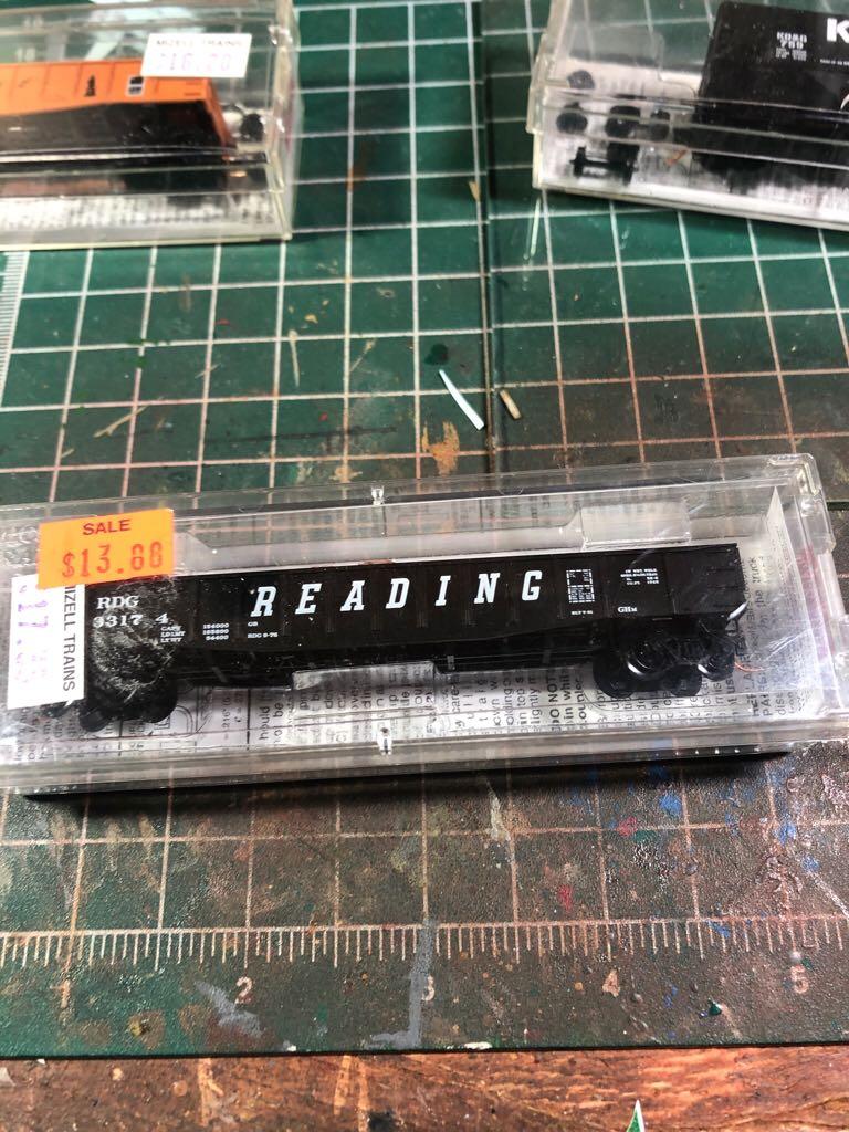 rdg 33174 Train - micro trains (gondola) front image (front cover)