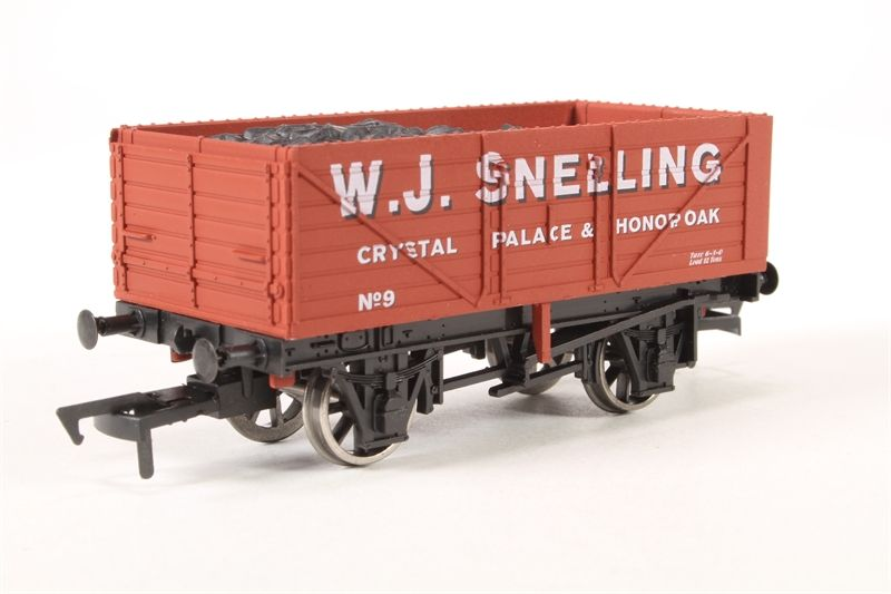 7 Plank Wagon 'W.J. Snelling' Train - Dapol (7 Plank Wagon) front image (front cover)