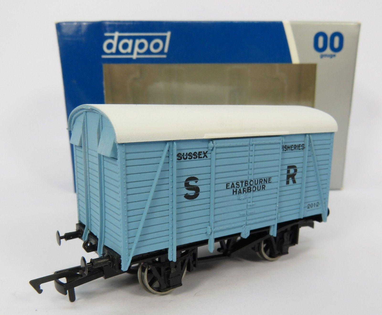 SR 12T Van 'Eastbourne Harbour' Train - Dapol (12T Double Vent Van) front image (front cover)
